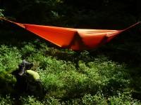Pause hamac au milieu de la nature.