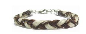 Bracelet avec tresse en crins proposé dans le cadre d'un Atelier Créatif